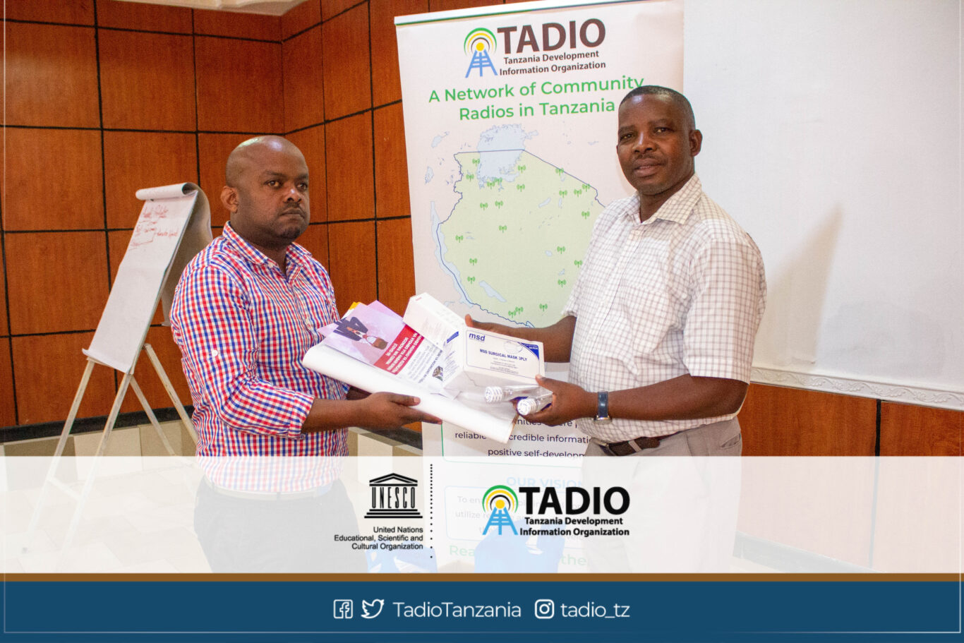 Meneja wa Nuru FM, Bw. Victor Chakudika akikabidhiwa vifaa vya kujikikinga na magonjwa ya mlipuko na Mwenyekiti wa TADIO, Bw. Prosper Kwigize
